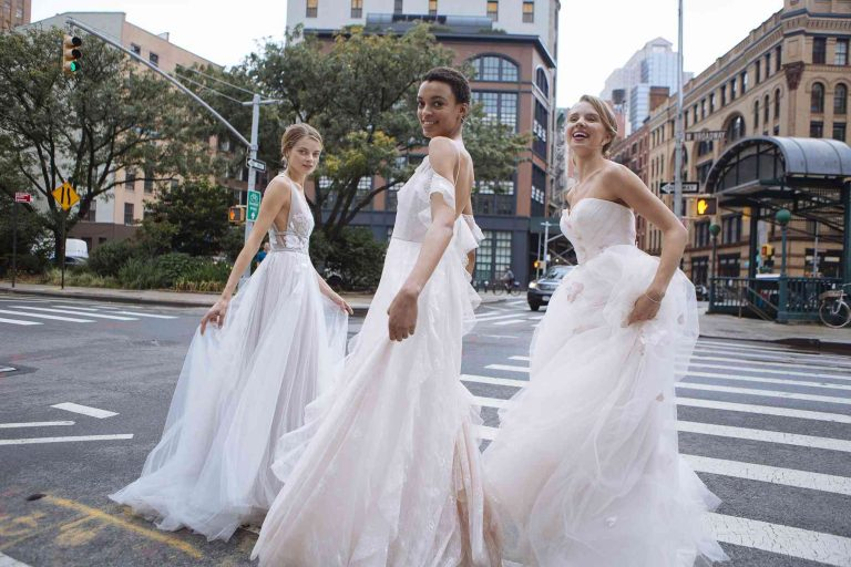 Tips to select the most appropriate fabric for your wedding gown